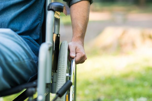 Man in rolstoel